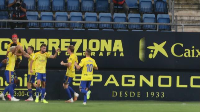 El Cádiz CF ganó 2-0 al Real Oviedo.