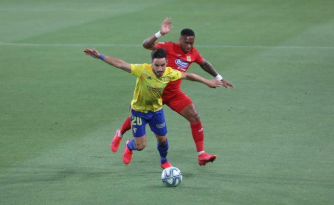 Iza acabó lesionado el partido ante el Fuenlabrada.