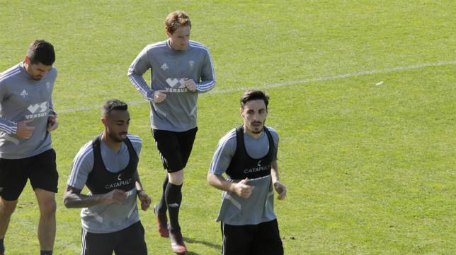 Iza y Garrido, en la imagen con Akapo y Álex, en un entreno.