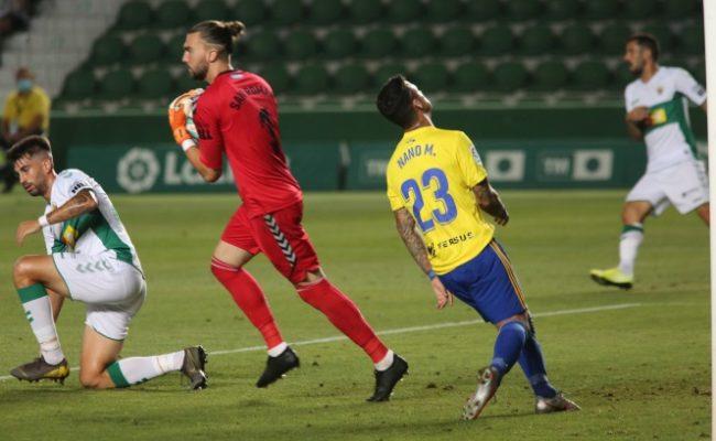 El Cádiz CF empató sin goles en el Estadio Martínez Valero ante el Elche.