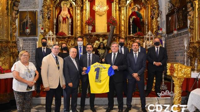 Ofrenda del Cádiz CF al Nazareno. Foto: Cádiz CF.