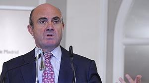 De Guindos descarta modificar los Presupuestos y afirma que España cumplirá con el déficit