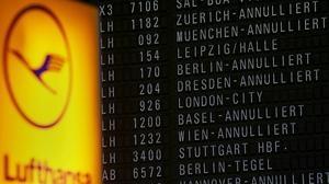 Los auxiliares de vuelo de Lufthansa convocan paros desde este viernes