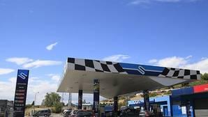La gasolina cuesta ya menos de un euro en 24 estaciones de servicio