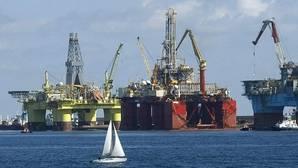 El petróleo recupera los 37 dólares pero se mantiene en mínimos de los últimos siete años
