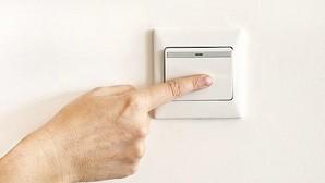 Los trucos de los españoles para ahorrar en electricidad