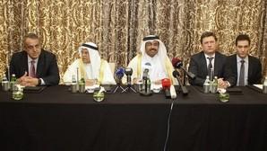 Venezuela, Arabia Saudí y Rusia acuerdan congelar la producción de crudo para frenar el desplome de precios