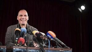 Varufakis «da las gracias» a los españoles por «no creerse las mentiras de Luis de Guindos»