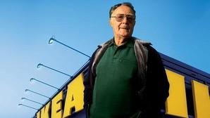 El fundador de Ikea, un multimillonario que se corta el pelo cuando viaja a países del Tercer Mundo