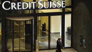 La entrada de la sede de Credit Suisse en Zúrich (Suiza)