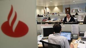 Banco Santander cerrará hasta 450 oficinas con ajuste de empleo