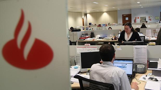 Banco santander cerrar hasta 450 oficinas con ajuste de for Oficinas banco madrid