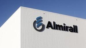 El beneficio neto de Almirall cae un 49,4%, hasta los 21,7 millones de euros, entre enero y marzo