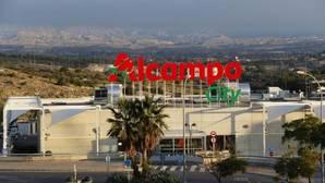 Los agricultores denuncian a Alcampo por la venta de aceite «muy por debajo» de los precios en origen