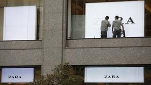 Las trabajadoras de Zara recogen 7.000 firmas contra el cierre de la tienda en Palencia