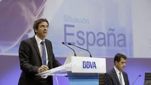 El economista jefe del Grupo BBVA, Jorge Sicilia (i), y el economista jefe de Economías Desarrolladas de BBVA Research, Rafael Doménech