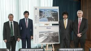 Sacyr y Correos emiten dos sellos conmemorativos del canal de Panamá