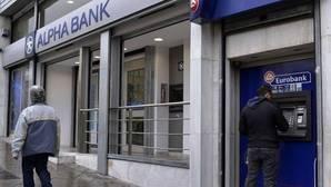S&P saca del impago a cuatro bancos griegos