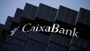 CaixaBank pacta con los sindicatos medidas voluntarias para afrontar un excedente de plantilla