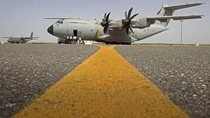 El A400M, probado con éxito en despegues y aterrizajes en pistas de tierra