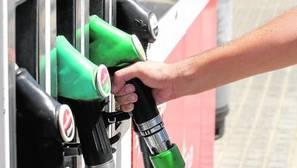 Competencia pide acabar con la prohibición a las gasolineras de autoservicio que funcionan sin personal