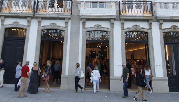 Fachada de la nueva tienda de Zara en La Coruña
