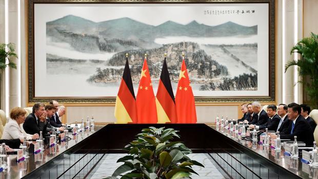 El presidente de China, Xi Jinping y la canciller alemana, Angela Merkel, durante su reunión en el G-20