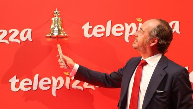 El presidente de Telepizza, Pablo Juantegui, da el campanazo de salida a Bolsa de la compañía.