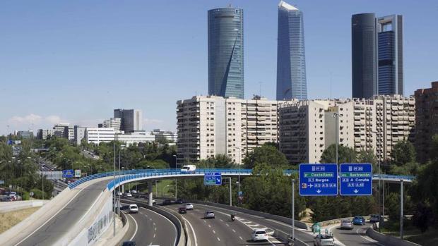 Vista de las cuatro torres de Madrid junto al Paseo de la Castellana