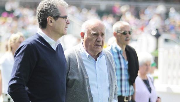 El fundador de Inditex, amancio Ortega (dcha.) junto al CEO de Inditex, Pablo Isla (izq.)