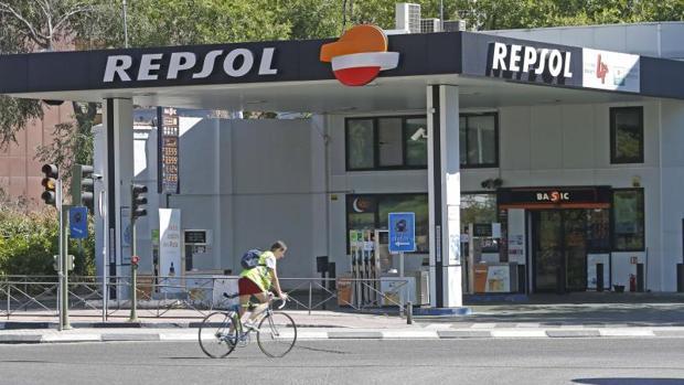 Los usuarios podrán recoger sus paquetes mediante un código electrónico en lagunas gasolineras de Repsol