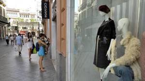Las familias españolas gastan 1.200 euros al año más de lo que ingresan