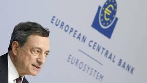 Draghi reivindica su política pese al impacto en las cuentas de la banca