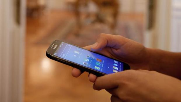 Los usuarios podrán usar su móvil en «roaming» sin sobrecoste desde junio de 2017