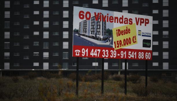 Por tipo de vivienda, la venta de pisos experimentó un fuerte ajuste con un 10,2% menos