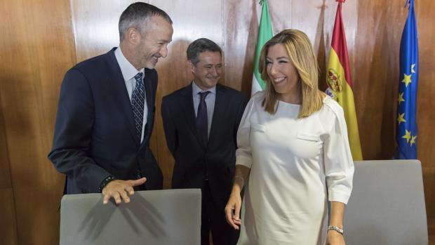 Pedro Montoya, secretario general de Grupo Airbus en España, Antonio Gómez-Guillamón y Susana Díaz