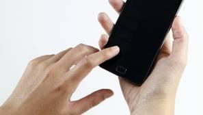 Bruselas elimina el límite de días para el «roaming» sin coste para «las personas que viajan»
