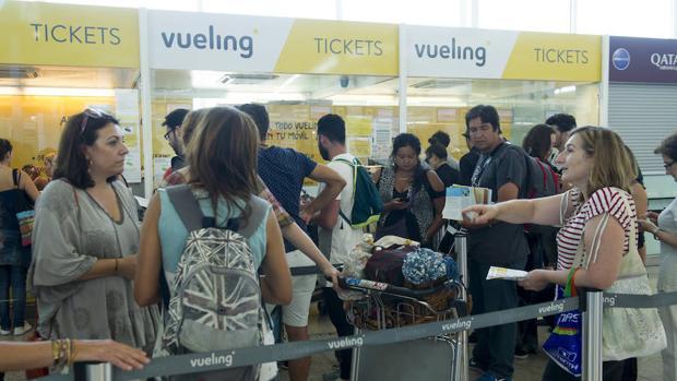 Pasajeros en El Prat durante los retrasos y cancelaciones de julio