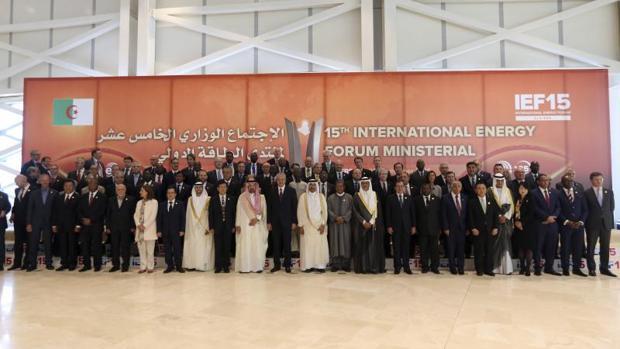 Los ministros participantes en Foro Internacional de Energía en el palacio de congresos, en Argel