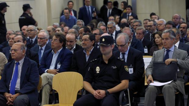 Los 65 acusados, el pasado lunes durante la primera sesión del juicio en la Audiencia Nacional