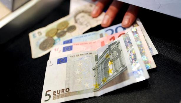 La cotización de la libra se ha hundido más de un 14% frente al dólar desde el referéndum a favor del Brexit
