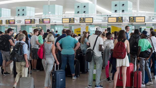 Caos en el aerpouerto de El Prat provocado por Vueling en verano