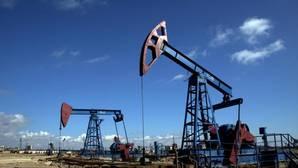 El petróleo alcanza los 52 dólares y se sitúa en máximos anuales
