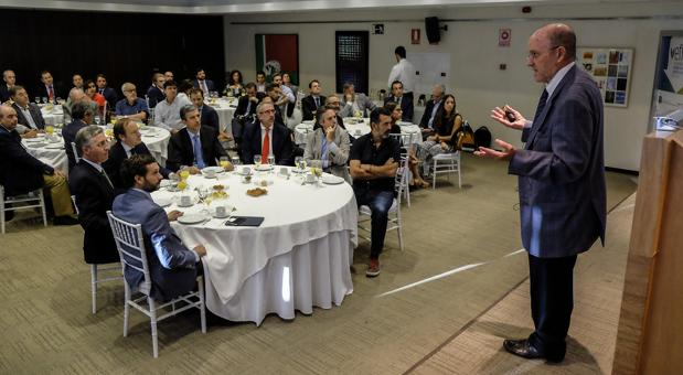 Jorge Zanoletty, presidente de World Office Forum, durante su intervención en Efisur