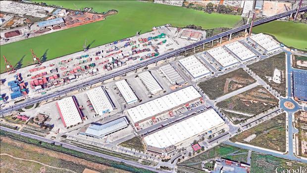 Vista aérea de la zona logística del puerto de Sevilla