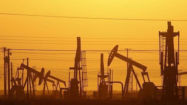 El barril de petróleo se ha afianzado por encima de los 50 dólares