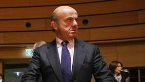 De Guindos asegura que los cálculos de déficit del Gobierno irán en línea con los de Bruselas