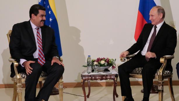 Reunión sostenida entre el presidente de Venezuela, Nicolás Maduro, y su homólogo de Rusia, Vladimir Putin (d), en el marco de la 23 edición del Congreso Mundial de la Energía en Estambul (Turquía)