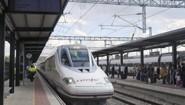 Tren de AVE en la estación de León