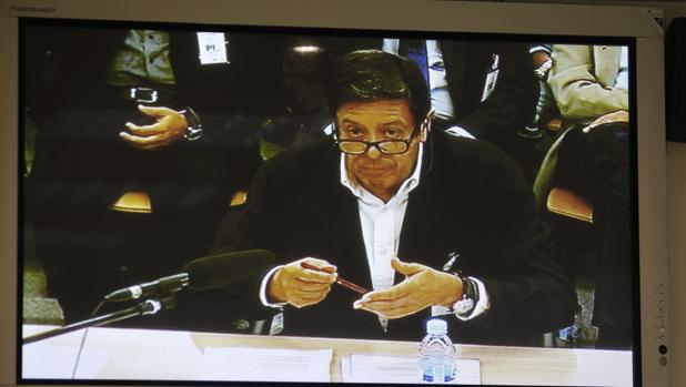 El exsecretario de Caja Madrid Enrique de la Torre, durante el juicio